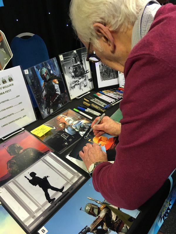JEREMY BULLOCH SIGNING AUTOGRAPHS STAR WARS BOBA FETT.